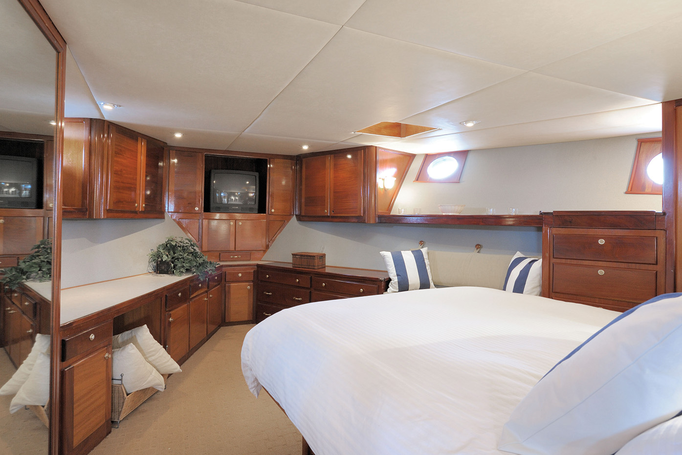 Main Deck, Suite